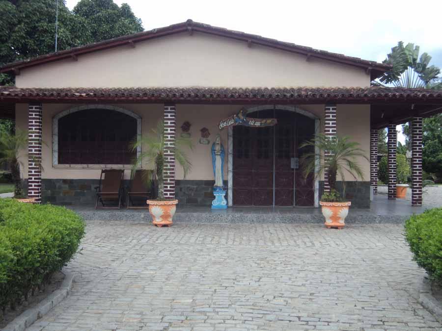 Modelo de frente de casa com varanda modelos de fachadas for Modelo de casa familiar