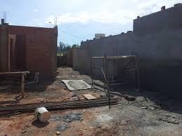 Qual o valor da mão de obra para fazer um muro de uma casa?